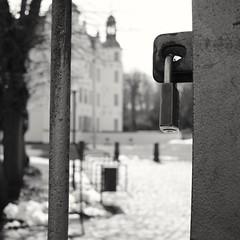 Schlossbokeh (michas different views) Tags: schloss ahrensburg verschlossen bokeh 7artisans manuell 25mmf18