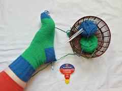 первый-носок (Horosho.Gromko.) Tags: knitting knittedsocks socks wip process handmade yarn basket вязание рукоделие носки вязаныеноски спицами корзинка foot feet leg нога