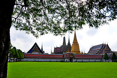Wat Phra Kaew (Temple of the Emerald Buddha) Bangkok - Thailand (natureloving) Tags: watphrakaew templeoftheemeraldbuddha bangkok thailand architecture monuments asia nature natureloving nikon d90 nikonafsdxnikkor18300mmf3563gedvr