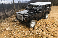 IMG_0932 1500 (dirtzonemaster) Tags: lego technic land rover defender discovery rangerover 4x4 suspension offroad engine model frame lugpol