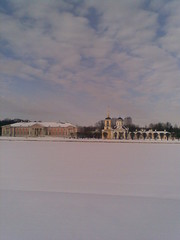 telephone shot (VERUSHKA4) Tags: pond palace cloud neve neige nokia europe russia moscow cityscape white blue day ville vue view outdoor hiver winter spring march historic church bellhouse ciel kirchen tree picture decor architecture verushka4 park museum kuskovo facade roof dome cupol column