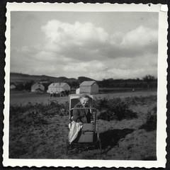 Archiv Hel135 Brunhilde N. im Kinderwagen, 1930er (Hans-Michael Tappen) Tags: archivhansmichaeltappen kinderwagen landschaft fotorahmen scenery mantel kind child outdoor tuch 1930s 1930er