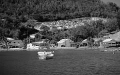 """DSC_0115 Résidence avec vue sur mer: """"Dernière demeure"""". Il reste quelques places, dépêchez vous! (Florent Metro) Tags: cimetiere baie"""