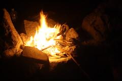 Fogata (Karen RS) Tags: fuego leña madera rojo noche piedras calor campismo familia