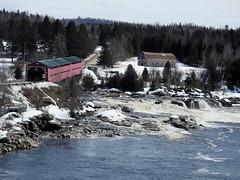 Le pont Savoyard in Grand-Remous, Québec (Ullysses) Tags: pontcouvert coveredbridge spring printemps gatineauriver grandremous quebec canada pontsavoyard rivièregatineau outaouais