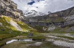 Circo de Soaso (sostingut) Tags: d750 nikon montaña pirineos macizo cordillera valle río ladera primavera verde roca agua acantilado inmensidad cielo nube nieve