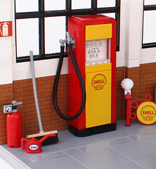 Fill 'er up! (Andrea Lattanzio) Tags: gas station petrol shell vintage artdeco garage