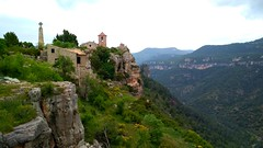 A village by the cliff. 239/365 (josemig78) Tags: siurana mobile mobilephoto 365days cliff village