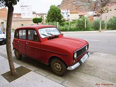 El coche rojo (kirru11) Tags: coche carretera árbol campo casas hierba roca quel larioja españa kirru11 anaechebarria canonpowershot cuatrol