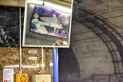 In the subway station - En la estación del metro - Dans la station de métro (COLINA PACO) Tags: metro subway madrid españa espagne spain spagna reflejos reflections reflets espejo espejos mirror franciscocolina