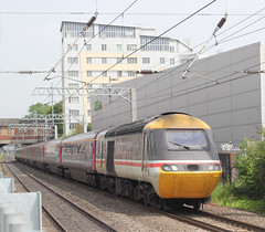 First Great Western . 43185 . West Ealing Station , London . Thursday 31st-May-2018 . (AndrewHA's) Tags: westealing railway station london train class 43 hst power car 43185 inter city livery first great western express passenger service 125