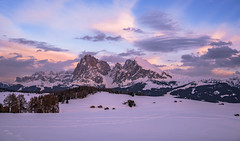 Abend auf der Seiser Alm (19MilkyWay89) Tags: seiser alm alpe di siusi evening golden hour sky clouds wolken snow schnee mountains berge italy