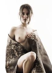 Joanna Devas (_altaria01669_) Tags: joanna model modelo retrato portrail nude artistic artisticnude mirada ojos eyes estudio studio iluminación lighting mujer female girl chica