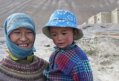 Out with Mum (bag_lady) Tags: motherandchild ladakh spangmik jammuandkashmir india changpa nomadic pangpnglake