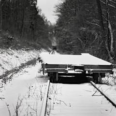stillgelegt (sowhat63) Tags: zeisssonarcf5 6250mm gleis eisenbahn wagon tunnel schnee