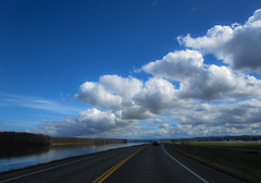(mo.foto_) Tags: portland street drive path asphalt clouds cloud blue river water columbia spring green travel printemps landschaft wasser eau island town city riverbank primavera