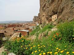 Mi lugar (kirru11) Tags: porloantiguo quel pueblo roca peña casas tejados flores camino panorámica cielo larioja españa kirru11 anaechebarria canonpowershot