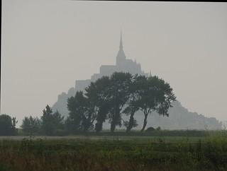 Le Mont Saint-Michel im Nebel