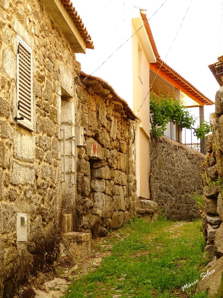 Águas Frias (Chaves) - ... casas na Rua da Paz ...