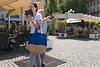 jhh_20180606_11.40.40 Bolzano (j.hordijk) Tags: manandwoman lookingforphoto phone bolzano italy straatfotografie streetphotography
