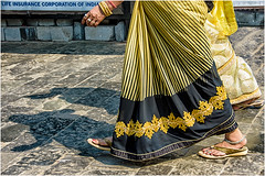 Passage to India …  this is the end …at the moment  … (miriam ulivi) Tags: miriamulivi nikond7200 indiadelsud bombay mumbay donne women strada street sari colors giallo piedi feet cavigliere anklets sandali sandals mano hand jewelry gioielli ombra shadow stphotographia