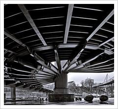 under the bridge (https://www.norbert-kaiser-foto.de/) Tags: mecklenburgvorpommern vorpommern rügen inselrügen sassnitz brücke bridge architektur architecture blackwhite schwarzweis ostsee balticsea