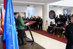 Karin Kneissl hält mit Außenminister Nikola Dimitrov eine Pressekonferenz