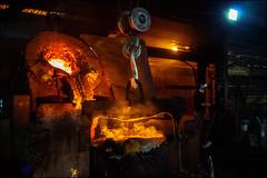 Maîtriser les Enfers! / Control  Hell! (vedebe) Tags: usine travail humain human homme feu fonderie couleurs ville city urbain urban lumière lumières