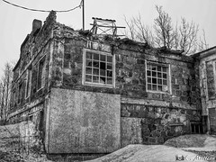 180403-28 Usine abandonnée (clamato39) Tags: usine abandoned abandon old vieux ancient neige snow hiver winter bellechasse provincedequébec québec canada noiretblanc blackandwhite bw monochrome