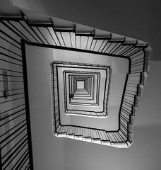 Almost like Cartier-Bresson! (diego_russo) Tags: cartierbresson henrycartierbresson stairs scale escaleras tall iscala lecce italia italy italie salento lupiae diegorusso