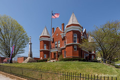 Stylish Courthouse (John H Bowman) Tags: virginia graysoncounty independence courthouses virginiacourthouses grayson1908courthouse museums historic nrhp flags usflag fencesgates memorialsmonuments confederatemonument may2018 may 2018 canon16354l