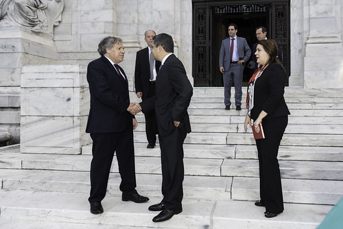 Secretary General Meets with President of Honduras