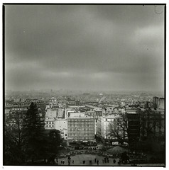 Paris under the sky (Tamakorox) Tags: france paris montmartre art japan japanese asia lights shadow film filmphotography analoguecamera b&w zenzabronicas2 kodaktmax400 fujibrovarigradewp fujib690 パリ フランス モンマルトル 日本 日本人