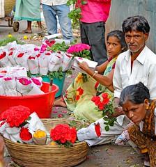 Flower Market (grab a shot) Tags: canon eos 5dmarkiv india maharashtra mumbai 2018 outdoor flowermarket flowers market men man portrait woman roses