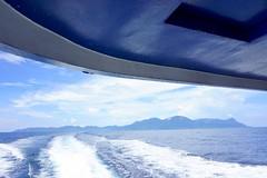 173/365: sea portals (revisited) (Michiko.Fujii) Tags: boat southchinasea tioman island islandhopping boatjourneys waves backoftheboat blues blueandwhite atmosphere seascape acrossthesea onthehorizon theblues