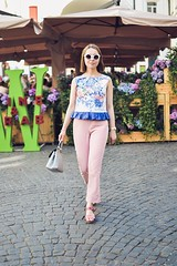 crop_top_with_ruffle-17 (Stacyco) Tags: sewing sewingproject flower fashion fabric fashionstreet fashionblogger summer flowers floral print pink moscow russia style streetstyle croptop trend outfit outdoor burda burdastyle blogger beautiful blog