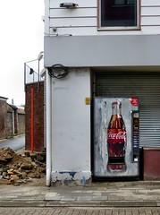 Borgloon - Coca Cola (Martin M. Miles) Tags: borgloon loon rudolfvonzähringen rudolfofzähringen maximilianiofaustria williamoforangetilly cocacola coke vending vendigmachine flandern flanders belgium