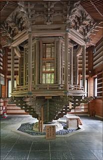 La bibliothèque bouddhique tournante  (Kamakura, Japon)
