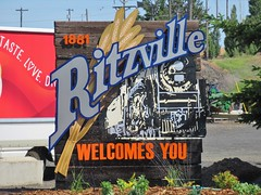 Ritzville, Washington (Jasperdo) Tags: ritzville washington roadtrip fadingamerica smalltown welcomesign sign