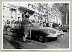 """Jaguar E-Type (Vintage Cars & People) Tags: vintage classic black white """"blackwhite"""" sw photo foto photography automobile car cars motor paris champsélysées ruebalzac lordbyroncinema cafégeorgev jaguar jaguare etype sportscar 1960s sixties fashion ladyssuit femalesuit gloves"""