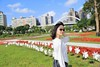 IMG_1407A (Ethene Lin) Tags: 古亭河濱公園 天橋 拱橋 草地 花圃 大樓 藍天 白雲 人像 墨鏡 風車 外拍