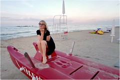 Salvataggio (Steve Lundqvist) Tags: woman donna ragazza sea beach spiaggia portrait beauty ritratto italy italia adriatic grooming groomed posh classy fashion moda sand leica q dress sunglasses cielo boat