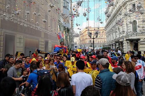 Иностранные фанаты в центре города. Москва, Россия
