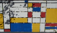 (mblaeck) Tags: wall pattern white blue red yellow sydney
