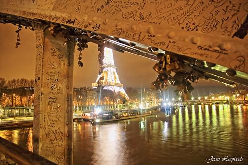 Tor Eiffel et les cadenas