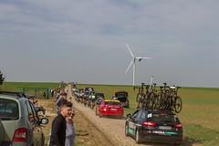 IMG_1239 (fab spotter) Tags: cyclisme parisroubaix vélo voiture course competition extérieur ecureuil hélicoptéres télévision motos