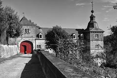 Porte rouge du Chateau Neercanne (wimjee) Tags: fbalbumselectievekleur kanne jeker jekerdal nederland belgië nikon d7200 kasteel chateau neercanne niksoftware silverefexpro2 selectivecolor selectievekleur afsdx18–55mmf35–5vrii