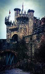 Castelo dos Templários (vmribeiro.net) Tags: castle tower architecture fortress battlements ancient stone building landmark turret europe wall spain castile sony z1 monument espanha castelo templarios temple