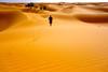 Hombres que dejan huella (KRAMEN) Tags: dunas desert desierto marruecos