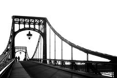 Kaiser Wilhelm Brücke Wilhelmshaven, Januar 2018 (ro_ha_becker) Tags: wilhelmshaven kaiserwilhelmbrücke analogue blancoynegro blancetnoir blackandwhite biancoenero schwarzweiss schwenkbrücke movablebridge monochrome film rollei35t